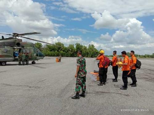 Lanud Roesmin Nurjadin Pekanbaru Kerahkan Helikopter Super Puma Cari TKI yang Tenggelam di Tanjung Medang