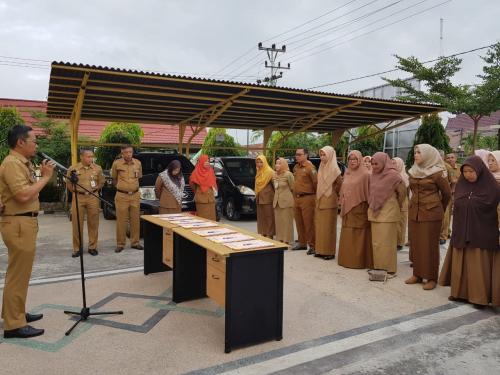 Pejabat DPMPTSP Bengkalis Tandatangani Pakta Integritas, Perjanjian Kinerja dan Netralitas ASN