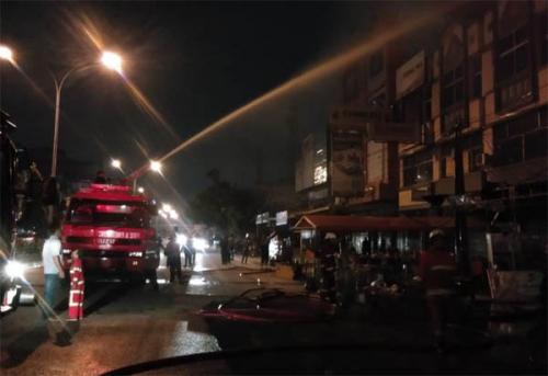 Satu Unit Toko di Jalan Tuanku Tambusai Terbakar, Pemilik Toko Alami Kerugian Hingga Rp1 Miliar
