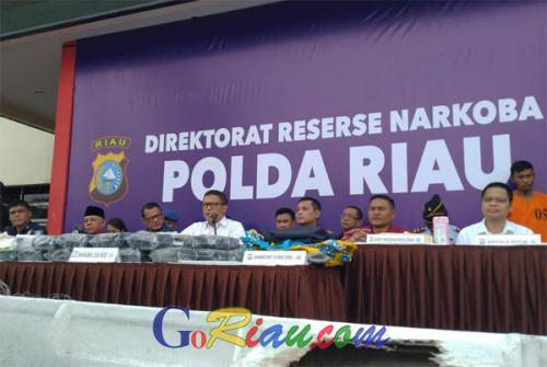 10 Hari Mengintai, Akhirnya Polda Riau Gagalkan Penyelundupan 35 Kilogram Sabu Asal Malaysia yang Disimpan Didalam Body Speedboat Dumai