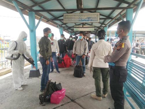 Ratusan TKI dari Malaysia Diinapkan di Balai Latihan Kerja DPMPTSP Meranti