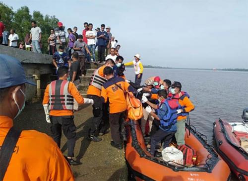 Dua Pelajar Laki-laki Tenggelam di Sungai Apit Siak, Satu Ditemukan dalam Keadaan Meninggal