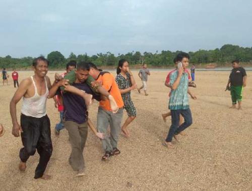 Empat Pelajar Tenggelam Saat Mandi di Sungai Indragiri, Dua Meninggal Dunia, Dua dalam Pencarian