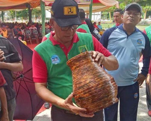 Bupati Rohil Puji Kadis DLH dan Petugas Kebersihan di Puncak Peringatan Hari Peduli Sampah Nasional